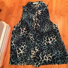 Equipment XS Top Perfect condition. Slightly cropped. Equipment Tops