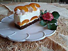 Marhuľové rezy s tvarohovo-mascarpone krémom a šľahačkou (fotorecept) Birthday Candles, Cheesecake, Pudding, Food, Mascarpone, Cheesecakes, Custard Pudding, Essen, Puddings