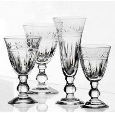 Los maestros vidrieros de Sèvres que controlan la calidad de sus productos aseguran utilizar tres criterios para ello: la perfección a la vista, el sonido exacto al oído y por último, la aprobación del alma.