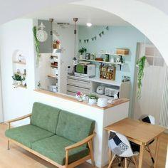 sakuさんの、ニッチ棚,ボトルランプ,ガーランド,両面時計,アール壁,アクセントクロス,無印良品,平屋,アロマディフューザー,カフェ風に憧れる,くつろぎ空間,ペンダントライト,パントリー,スッキリ可愛く♡,シンプル可愛いが好き,癒やしの空間,大好きな空間,ナチュラル,花のある暮らし,アーチ壁,いつもいいねやコメありがとうございます♡,RC の出会いに感謝!,Overview,のお部屋写真 Small Apartment Interior, Small Apartment Kitchen, Home Decor Kitchen, Apartment Design, Kitchen Interior, Kitchen Office, Home Room Design, Home Interior Design, House Design