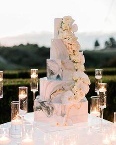80 tortas para matrimonio 2021: ¡las más provocativas para tu gran día! - página 1 Elegant Wedding Cakes, Beautiful Wedding Cakes, Wedding Cake Designs, Chic Wedding, Beautiful Cakes, Dream Wedding, Wedding Day, Perfect Wedding, Elegant Cakes