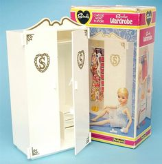 Sindy Wardrobe - I had the whole bedroom set! Then I fell down the stairs holding my 'sindy tub' and broke it! 1980s Childhood, My Childhood Memories, Sweet Memories, Sindy Doll, Barbie, Retro Toys, Old Toys, Vintage Dolls, My Children