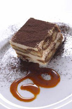 """17. yüzyılda Toscana Dükü III. Cosimo De Medici için yapılan ve eskiden """"Dükün Tatlısı"""" olarak bilinen meşhur İtalyan tatlısı Tiramisú'yu Carluccio's'ta tatmaya ne dersiniz?"""