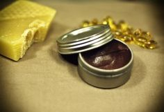 DIY Masque : Description Best DIY Hair Masks And Face Masks : Luscious Lavender Lip Balm and recipes for 7 more awesome homemade lip balms Homemade Lip Balm, Diy Lip Balm, Diy Masque, Diy Lip Gloss, Lip Balm Recipes, Natural Beauty Recipes, Homemade Beauty Products, Bath Products, Recipe For 4
