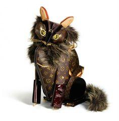 勿体ない!?本物のヴィトンを使って動物を制作した立体作品