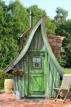 Amazing Shed Plans - Unser Gartenhaus Buck :) Now You Can Build ANY Shed In A Weekend Even If You've Zero Woodworking Experience! Start building amazing sheds the easier way with a collection of shed plans! Witch Cottage, Witch House, Fairy Houses, Play Houses, Crooked House, Fairytale House, Building A Shed, Shed Plans, House Plans