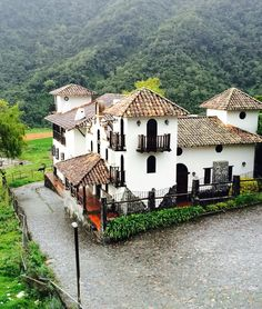 Mansions, House Styles, Home Decor, Trout, Venezuela, Blue Nails, Lugares, Luxury Houses, Interior Design