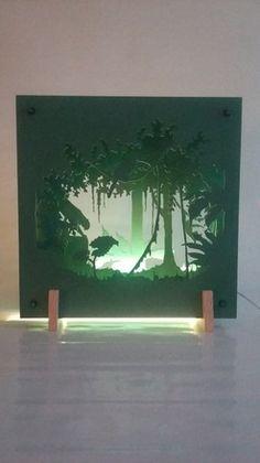 Scénette 3D d'un paysage de forêt tropicale qui se déploie sur 4 plaques. Réalisée en MDF, découpe et peinture réalisées à la main. L'éclairage doux et rassurant apporter - 19128717