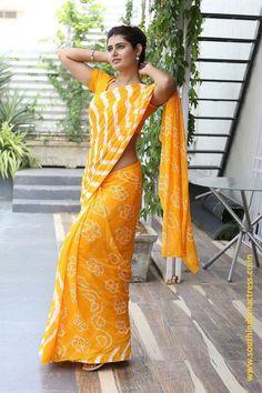 Imgur: The magic of the Internet Simple Sarees, Trendy Sarees, Fancy Sarees, Indian Silk Sarees, Indian Beauty Saree, Saree Navel, Saree Photoshoot, Saree Models, Casual Saree