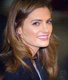 Stana Katic greets fans when leaving Jimmy Kimmel Live (2015
