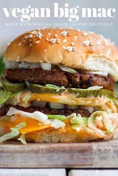 Vegan Big Mac - Vegetarian, vegan and macrobiotic food - Burger Vegan Dinner Recipes, Veggie Recipes, Whole Food Recipes, Cooking Recipes, Healthy Recipes, Best Vegan Burger Recipe, Vegan Veggie Burger, Vegan Sandwich Recipes, Yummy Vegan Recipes