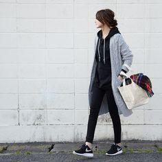 . . 上下ブラックコーデにグレーのロングカーディガンを羽織って。 バッグはリンネル3月号の付録です* . カーディガン、パーカー:#TheSecretBean パンツ:#ユニクロ バッグ:#雑誌付録 靴:#NIKE . #uniqloコーデ #ユニクロの輪 #スナップミー #ootd #ビュースタグラマー #宝島社付録 #ユニクロコーデ #プチプラコーデ #レギンスパンツ #お洒落さんと繋がりたい #付録 #ponte_fashion #UNIQLO #instagood #プチプラ #今日のコーデ #ユニジョ #4yuuu #mineby3mootd #プチプラコーデ部 #uniqloginza #instafashion