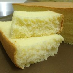 Recipe source from Aunty Young Almond Ogura Cake Ingredients: A 5 egg yolks 1 whole egg 1 tsp salt corn oil milk superfine flour ground almond (almond meal) Ingredients: B 5 egg… Almond Recipes, Baking Recipes, Dessert Recipes, Ogura Cake, Cotton Cake, Sponge Cake Recipes, Just Cakes, Chiffon Cake, Asian Desserts