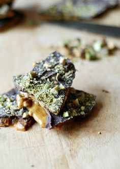Pistachio brittle with a hint of fragrant cardamom and covered in a sweet layer of chocolate.