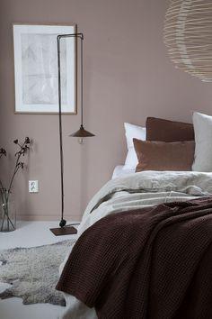 Blush pink bedroom ideas dusty rose bedroom decor and bedding i love 00004 Dusty Pink Bedroom, Pink Bedroom Walls, Pink Bedroom Design, Rose Bedroom, Pink Bedrooms, Ikea Bedroom, Bedroom Colors, Bedroom Decor, Bedroom Ideas