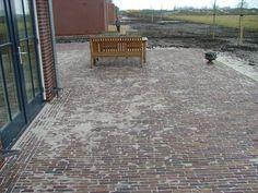 Oude waaltjes - Oud gebakken - Bestrating.nl Malaga, Garden Planning, Belgium, Garden Design, Home And Garden, Inspiration, Connect, Classy, Gardening