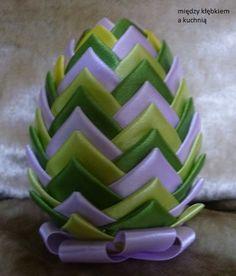 jajko wielkanocne ze wstążek