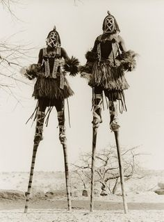 hushaby: vintage everyday: Funny Vintage Photos Show That Walking with Stilts May Be One of the Favorite Moving Styles in the Past photos funny M∆TRIX BOT∆NIC∆ Funny Vintage Photos, Vintage Humor, Vintage Photographs, Vintage Ads, African Masks, African Art, Art Premier, Arte Obscura, Arte Popular