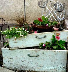alte Schubladen als Blumentöpfe ähnliche tolle Projekte und Ideen wie im Bild vorgestellt findest du auch in unserem Magazin . Wir freuen uns auf deinen Besuch. Liebe Grü�