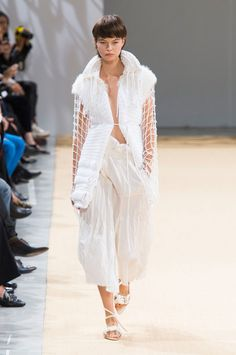 Allude at Paris Fashion Week Spring 2016 - Runway Photos Embroidery Fashion, Best Model, Spring 2016, Summer 2016, Spring Summer, Fashion Show, Paris Fashion, Street Chic, Stylish Outfits