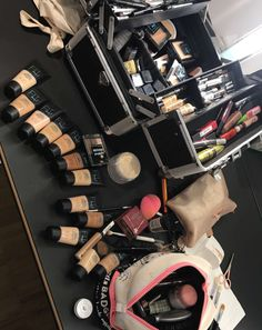 PRO Makeup Brush Set With Gorgeous Designer Case - Includes 5 Professional Makeup Brushes. Best Quality Brushes for Eye Makeup and Face - Top Choice of Pro Makeup Artists - Cute Makeup Guide Best Makeup Brushes, Makeup Brush Set, Best Makeup Products, Makeup Box, Makeup Geek, Beauty Products, Makeup Artist Kit, Freelance Makeup Artist, Makeup Kit Essentials
