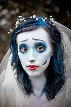 18 Frightfully Beautiful Corpse Bride Makeup Looks - Page 18 of 31 - Easy Hairstyles Halloween Bride, Halloween Ghosts, Halloween Cosplay, Halloween Make Up, Vintage Halloween, Halloween Face Makeup, Halloween Costumes, Skeleton Costumes, Halloween 2017