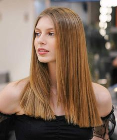 50 Blunt Cuts and Blunt Bobs That Are Dominating in 2020 - Hair Adviser Blunt Cut With Layers, Blunt Haircut With Layers, Blunt Haircut Medium, Medium Hair Cuts, Blunt Cuts, Medium Hair Styles, Short Hair Styles, Blunt Bob, Long Length Haircuts