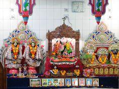 A small Hindu temple stands at the east end of Hindu Street (Shankhari Bazar Road) in Dhaka, Bangladesh. Gypsum Decoration, Gypsum Wall, Dhaka Bangladesh, Hindu Temple, Ceiling Rose, Street, Design, Walkway