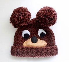 Free knitting pattern for Baby Bear Hat - Gina Michele cleverly uses pompoms for bear ears in her adorable design and fabric pieces instead of intarsia for the face Baby Knitting Patterns, Teddy Bear Knitting Pattern, Baby Hats Knitting, Knitting For Kids, Knitting For Beginners, Loom Knitting, Free Knitting, Knitted Hats, Knitting Projects