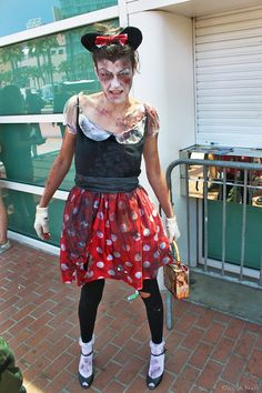 Minnie Mouse Zombie by V Threepio Diy Halloween Costumes For Women, Halloween Party Games, Halloween 2017, Halloween Diy, Halloween Decorations, Mickey Mouse Costume, Minnie Mouse, Hallows Eve, Playing Dress Up