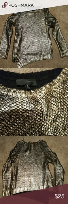 Romeo & Juliet Couture Gold Metallic Zip Sweater L BNWT Romeo & Juliet metallic gold sweater. Zipper and long on one side. Sz L. Super cute. Romeo & Juliet Couture Sweaters Crew & Scoop Necks