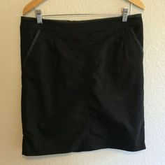 Black Skirt This simple black skirt would be great for the office. It is 20 inches long and the waist flat is 17 inches. Eur 40=US 8/10 ORSAY Skirts