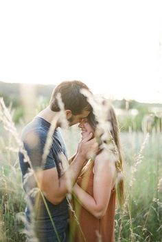 Sweet Engagement Photo and Poses Ideas / http://www.deerpearlflowers.com/engagement-photo-and-poses-ideas/