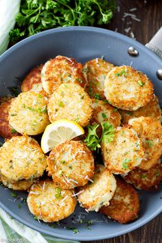 Parmesan Potato Patties - Delicious and flavorful, very crispy and made with a few simple ingredients. Veggie Side Dishes, Potato Dishes, Side Dish Recipes, Potato Recipes, Vegetable Recipes, Vegetarian Recipes, Cooking Recipes, Healthy Recipes, Fun Recipes