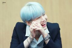 Suga and his smile sigh so stunning or how many wordS start with s in this sENTENCE~~¿ ❤ BTS Aladin Fansign (170922) #BTS #방탄소년단