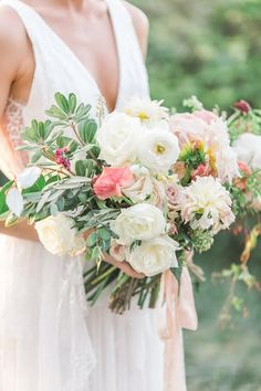 Interview: Christy of Colonial House of Flowers Flower Bouquet Wedding, Flower Bouquets, Bridal Bouquets, Floral Wreath, Wedding Dresses, Instagram Posts, Colonial, Palette, Wedding Ideas