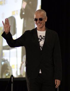 Peter Capaldi at the Fan Expo 2019 with shaved head. For an upcoming new role! Twelfth Doctor, Eleventh Doctor, David Tennant Doctor Who, John Barrowman, Doctor Who Quotes, Rory Williams, Donna Noble, Billie Piper, Amy Pond