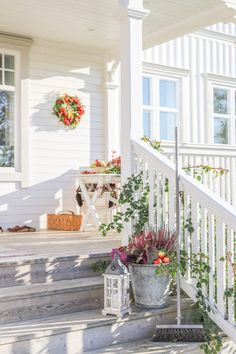 Garden Cottage, Cool Ideas, Decorating Your Home, Sweden, Exterior, Outdoor Structures, Table Decorations, Koti, Plants