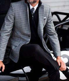 Mode - Homme - élégance - Luxe - Haut de gamme - Agence Guerda De Haan - Agence matrimonial haut de gamme - gris - noir - cardigan - chemise