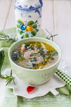 Slow Cooker Kale and Quinoa Soup is belly warming and nourishing! #kalerecipes #healthysoups #weightlosssoups