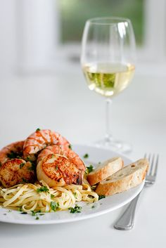 Seared Scallops & Sauteed Shrimp over Linguine topped with a garlic white wine sauce