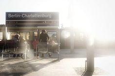 S-Bahn Views #sbahnberlin #sbahn #berlin #berlinstagram #instaberlin #streetphotography #street #urban #urbanlife #urbanphotography #wanderlust #worldplaces #wearetheluckyones #travel #documentary #tourism #igerslux #streetlife #fujixseries #fujifilm #fujix70 #fujix #dezpx #dezpx_berlin (hier: Charlottenburg)