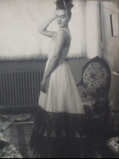 "Maria Tanase si Constantin Brancusi – ""O iubire cu nabadai…? Constantin Brancusi, Romanian Girls, Role Models, One Shoulder Wedding Dress, Strapless Dress, Black And White, Celebrities, Wedding Dresses, People"