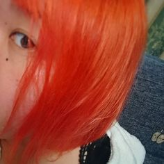 WEBSTA @ megmihiraoka - BIGBANGに会えるまであと3日❤✨色落ちを頭に入れて早めにオレンジをオン!大好きなオレンジヨン色let's not fall in loveのジヨンほんとすき!#ヘアカラー#セルフカラー#オレンジ髪#マニパニ#サイケデリックサンセット#派手髪#オレンジヨン