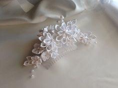 White Bridal Hair Comb White Kanzashi Flowers with Pearls Bridal Headpieces, Bridal Hair, Ring Bearer Pillows, Kanzashi Flowers, Elegant Hairstyles, White Bridal, Large Flowers, Hair Piece, Hair Comb