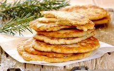 Garlic and rosemary flatbread Braai Recipes, Top Recipes, Vegetarian Recipes, Feast Of Unleavened Bread, Cooking Bread, How To Make Bread, Bread Making, Healthy Chef, Garlic