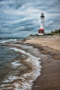 #Lighthouse guarding the shore!    http://dennisharper.lnf.com/