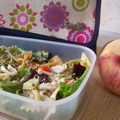 Ensalada de pasta con pollo. ¡Comer de tupper está de moda! #Snailbag #lunchbag #tuppertime #salad #yummy #foodie #healthy #moda #chic #MadeInSpain #ShopOnline  http://www.snailbag.es/shop/anytime-collection/bolsa-porta-alimentos-isotermica-para-tuppers/lunchbag-snailbag-power-flower/