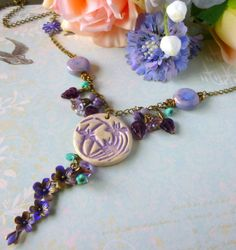 """Collier """"Printemps"""" Défi de Mai. Style Romantique , perles de céramique et de verre ,métal bronze : Collier par bleusoupir"""