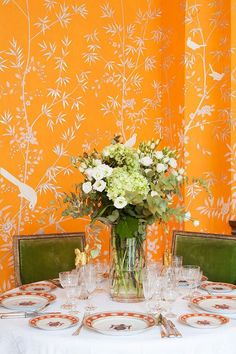 Our favorite hand-painted 'De gournay chinoiserie' De Gournay Wallpaper, Silk Wallpaper, Orange Wallpaper, Hand Painted Wallpaper, Chinoiserie Wallpaper, Chinoiserie Chic, Wallpaper Panels, Painting Wallpaper, Orange Rooms